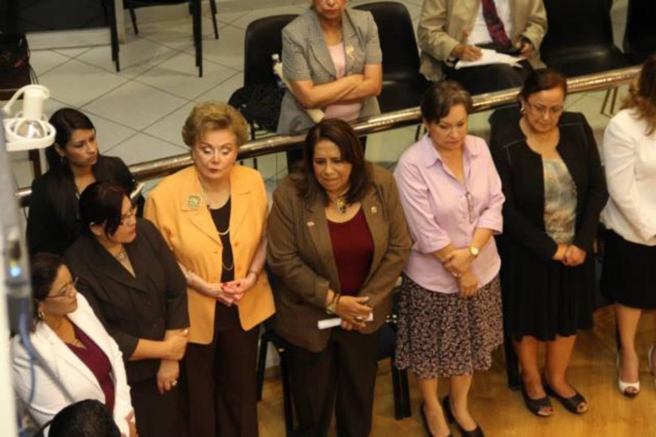 La Asociación de Parlamentarias y Exparlamentarias Salvadoreñas (Asparlexsal) son una fracción muy activa dentro de la Asamblea. foto edh / cortesía