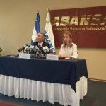 Representantes de Abansa brindaron una conferencia de prensa sobre Ley de Impuesto a Operaciones Bancarias.