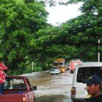 Las últimas lluvias inundaron el kilómetro 142 de Carretera del Litoral.