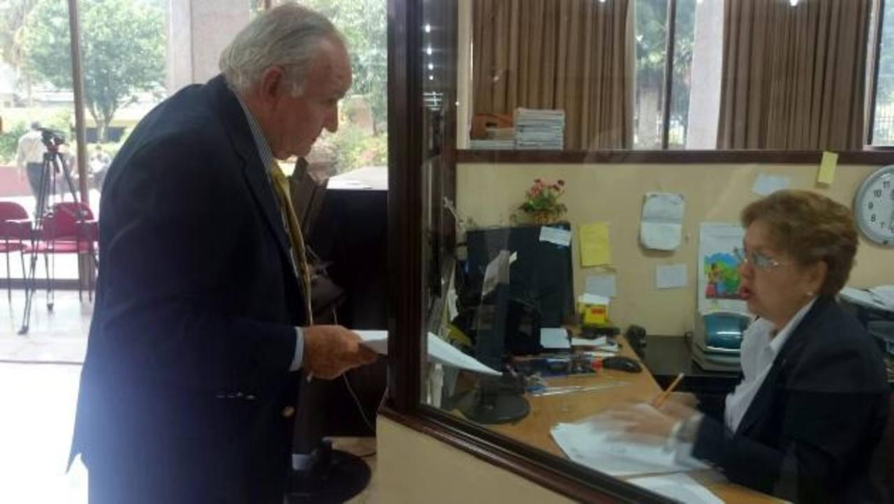 Nelson García interpuso, ayer, un recurso en la CSJ del extitular de la CCR en contra del Fiscal. Foto EDH / EUGENIA VELÁSQUEZ.