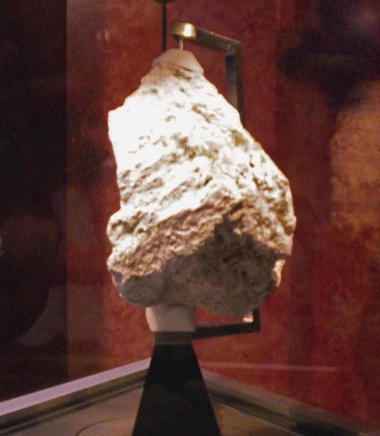 Una roca lunar, traída por la misión Apolo XVII, desde la zona de Taurus-Littrow, será exhibida durante el evento.