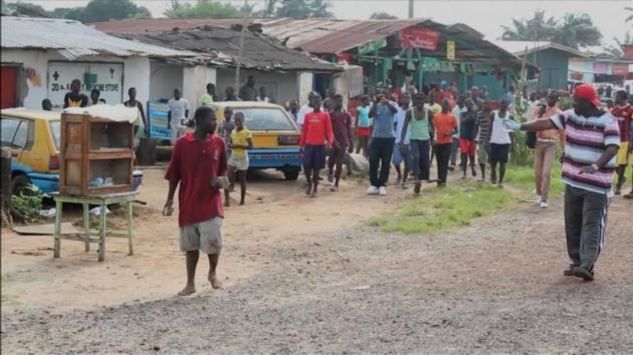VIDEO: Enfermo de ébola huye de la cuarentena y aterroriza a un poblado