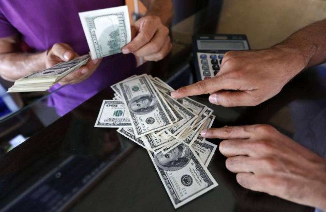 La dinamización de la economía estadounidense ha fortalecido el ingreso de remesas. foto edh