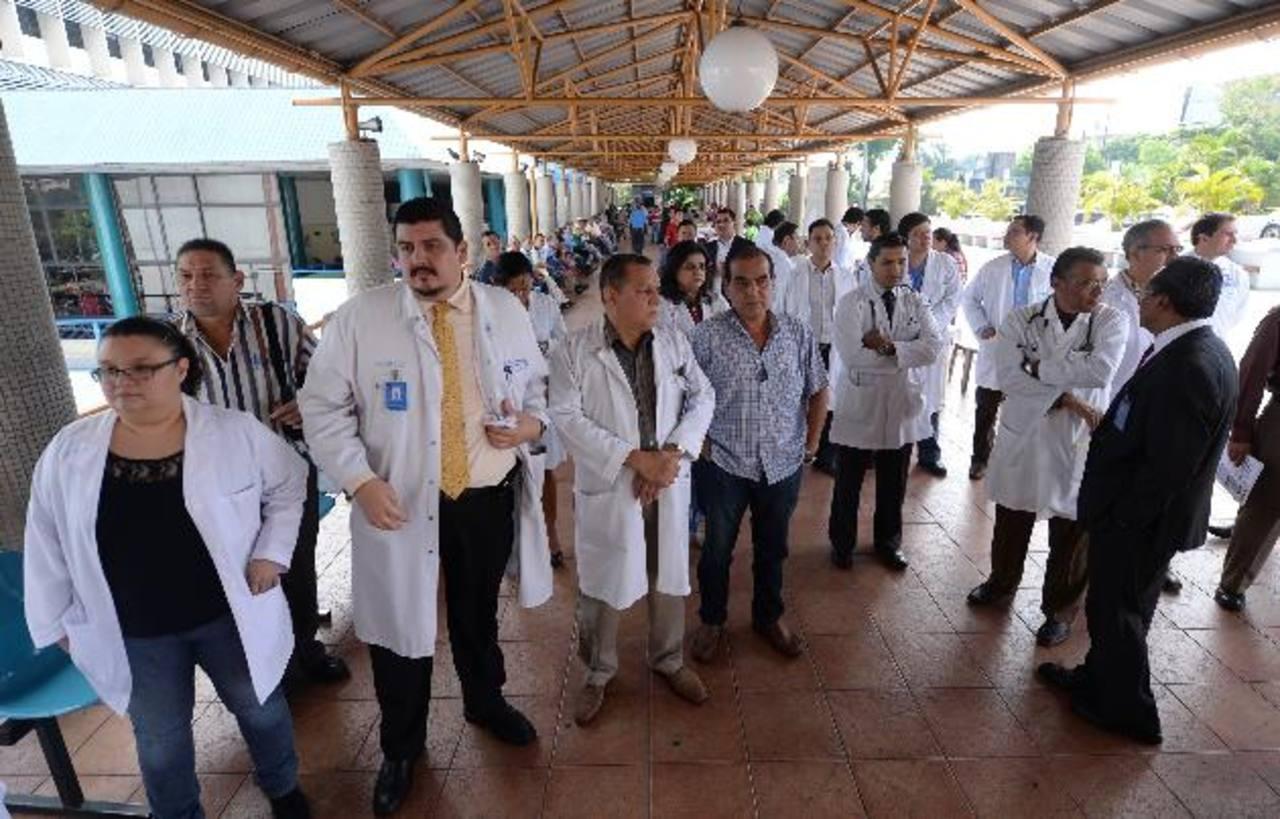 Médicos coordinadores ISSS dejan cargos para presionar por la ...