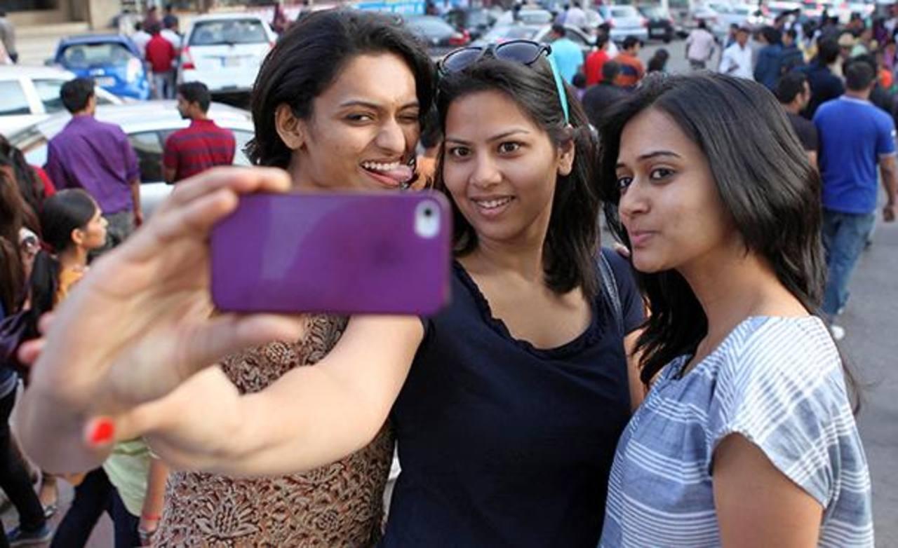 Prohíben tomarse selfies en calles de la India