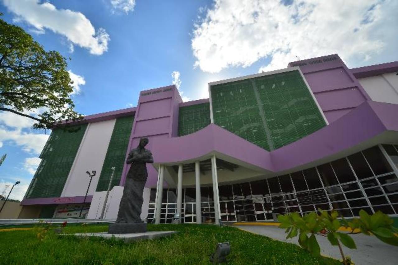 Fachada del nuevo Hospital Nacional de la Mujer, antes denominado Maternidad.