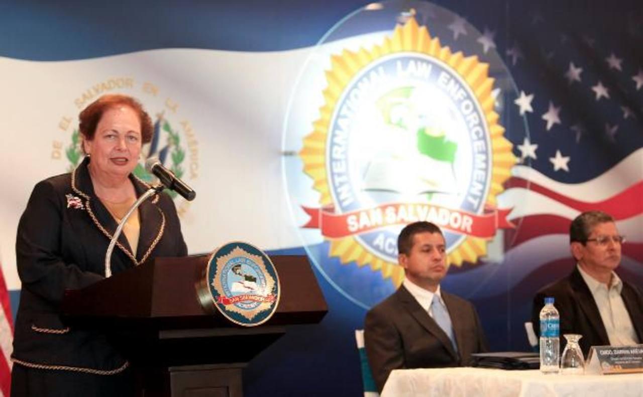Mari Carmen Aponte, Embajadora de Estados Unidos en El Salvador. Foto EDH / AP
