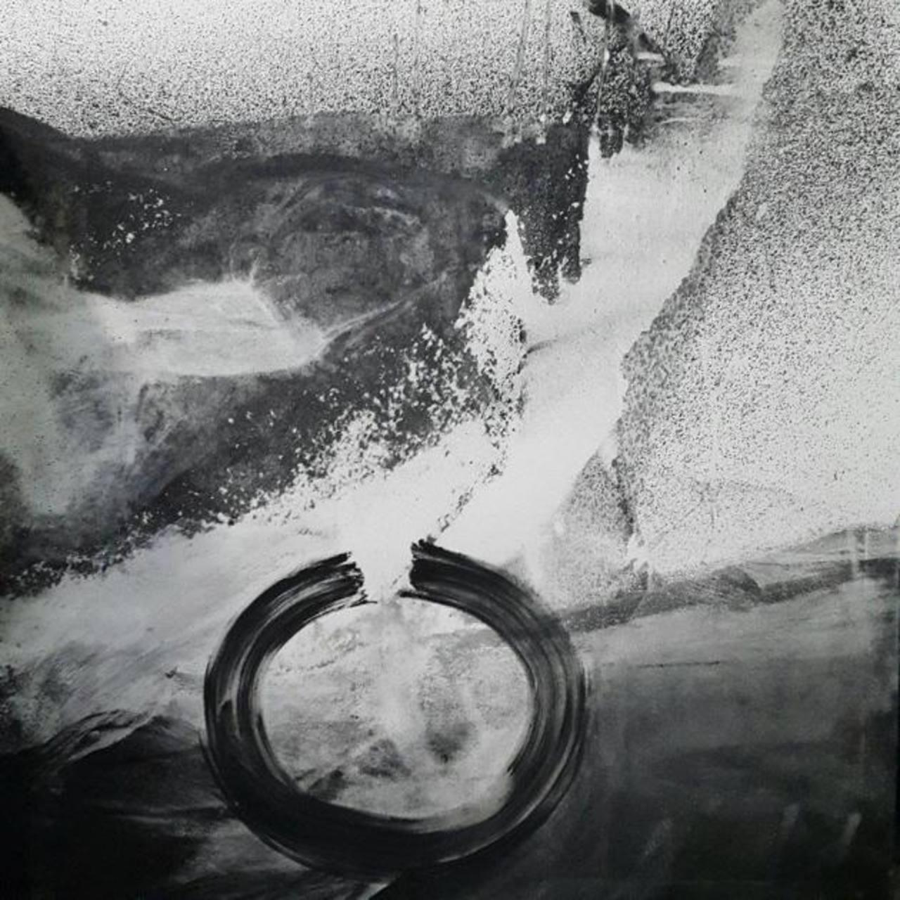 Génesis, de César Menéndez, quien escribió un ensayo sobre la muestra y el abstracto en el país.