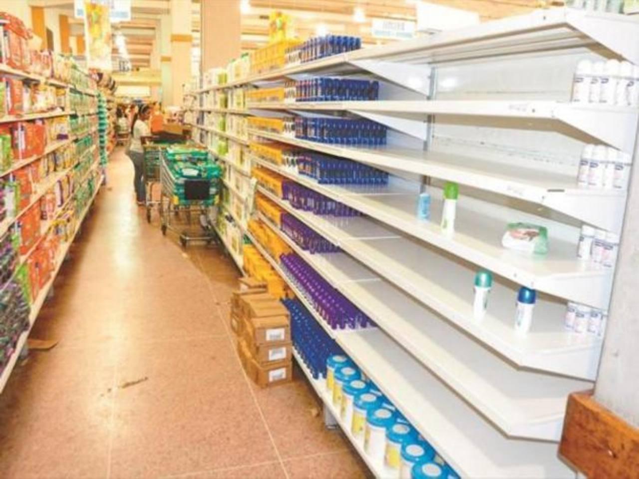 En algunos anaqueles, en el caso de los desodorantes, sólo se halla de una marca, pero otras y los de presentación en aerosol y barritas brillan por su ausencia. foto edh / diariodecaracas.com/