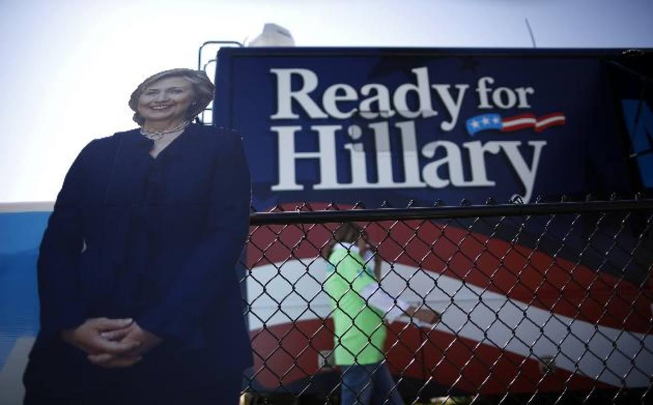 """Hillary Clinton dice está """"pensando"""" presentarse como candidata a presidencia"""