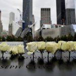 Rosas han sido colocadas en memoria de las víctimas de los ataques terroristas del 11S en 2001 durante el decimotercer aniversario del atentado.