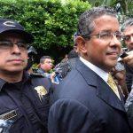 Caso expresidente Flores es débil, dicen abogados