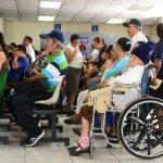 Cientos de pacientes esperan atención en la Consulta Externa del Rosales. Fotos EDH / ericka chávez.