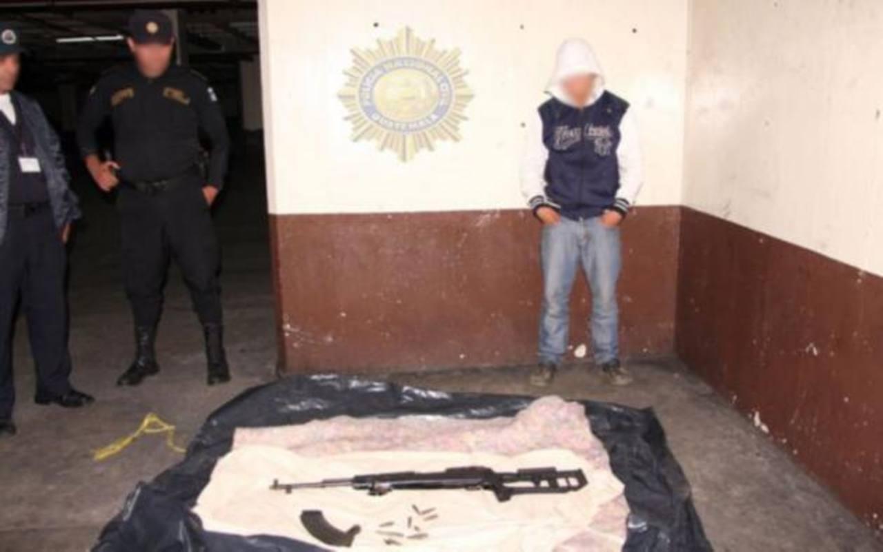 Detienen en Guatemala a menor salvadoreño que portaba fusil de asalto