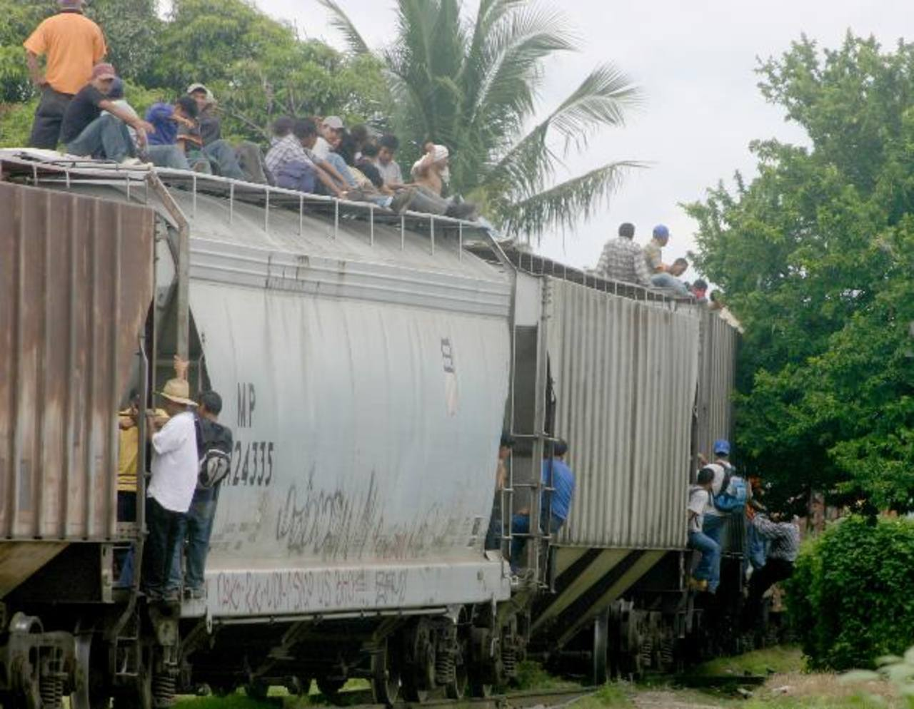 Disminuye cifra de niños migrantes por segundo mes