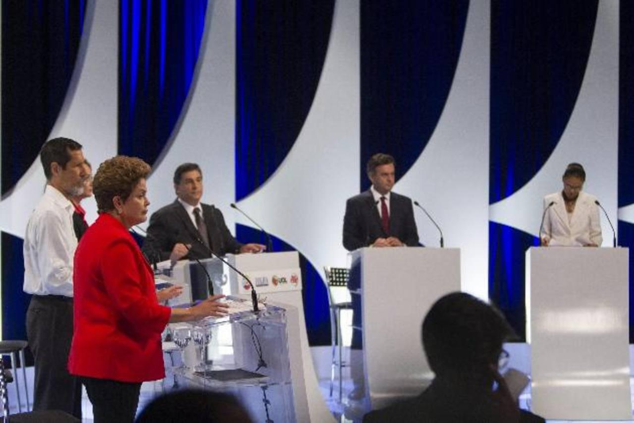 Los candidatos presidenciales brasileños, ayer, en un debate televisivo. foto edh / efe
