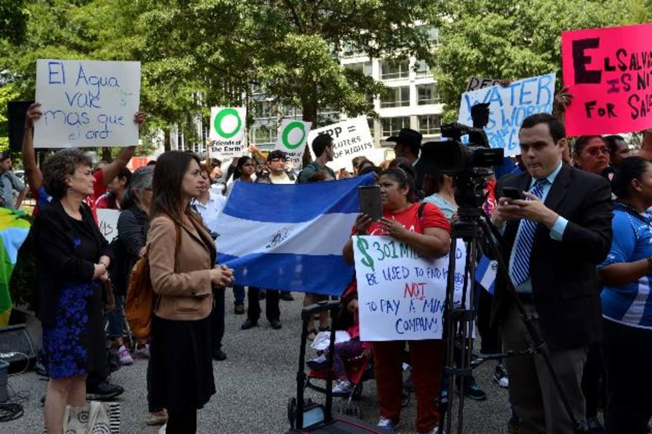 Protestas frente al Banco Mundial en contra de compañía
