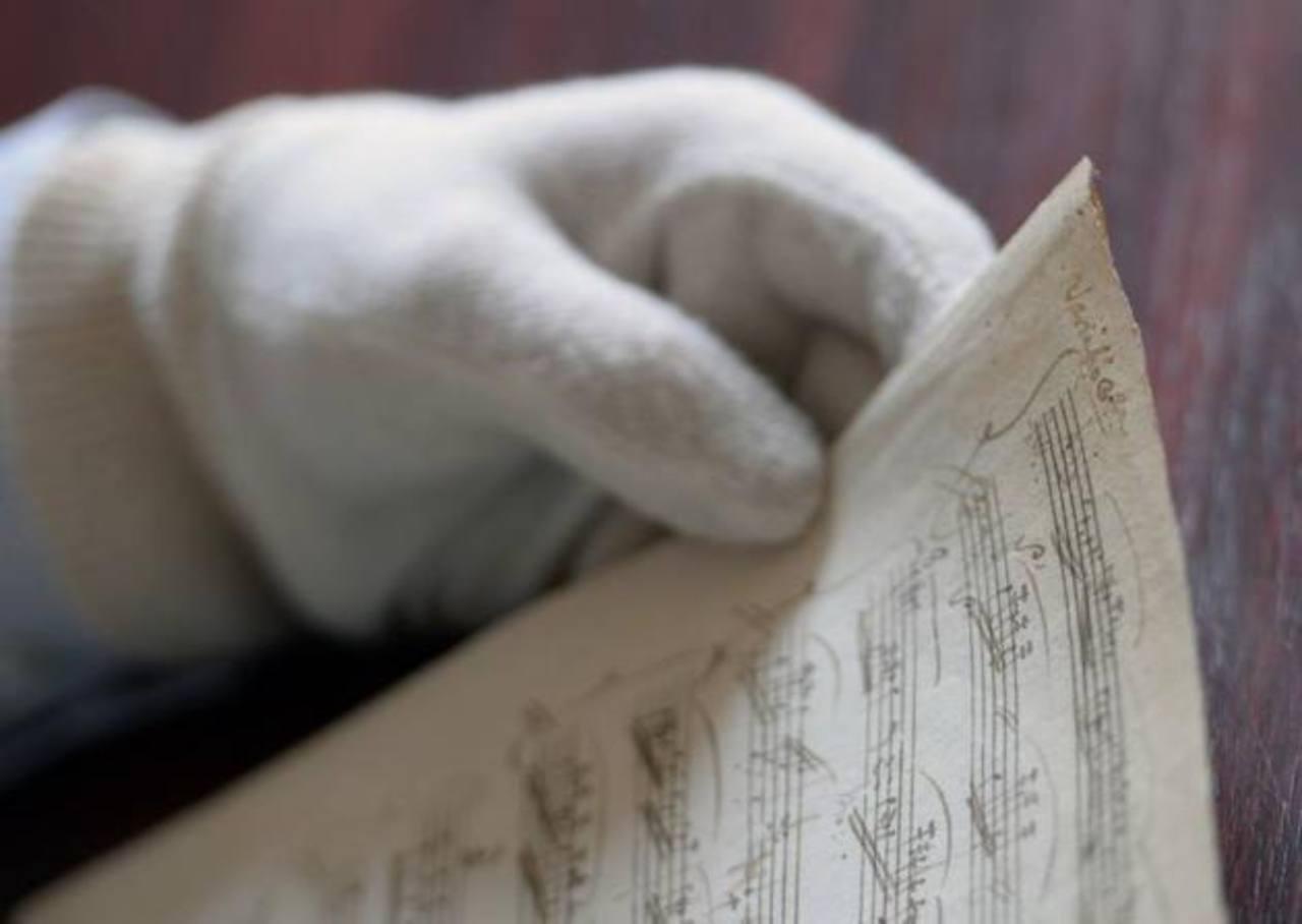 Encuentran partituras perdidas de Mozart