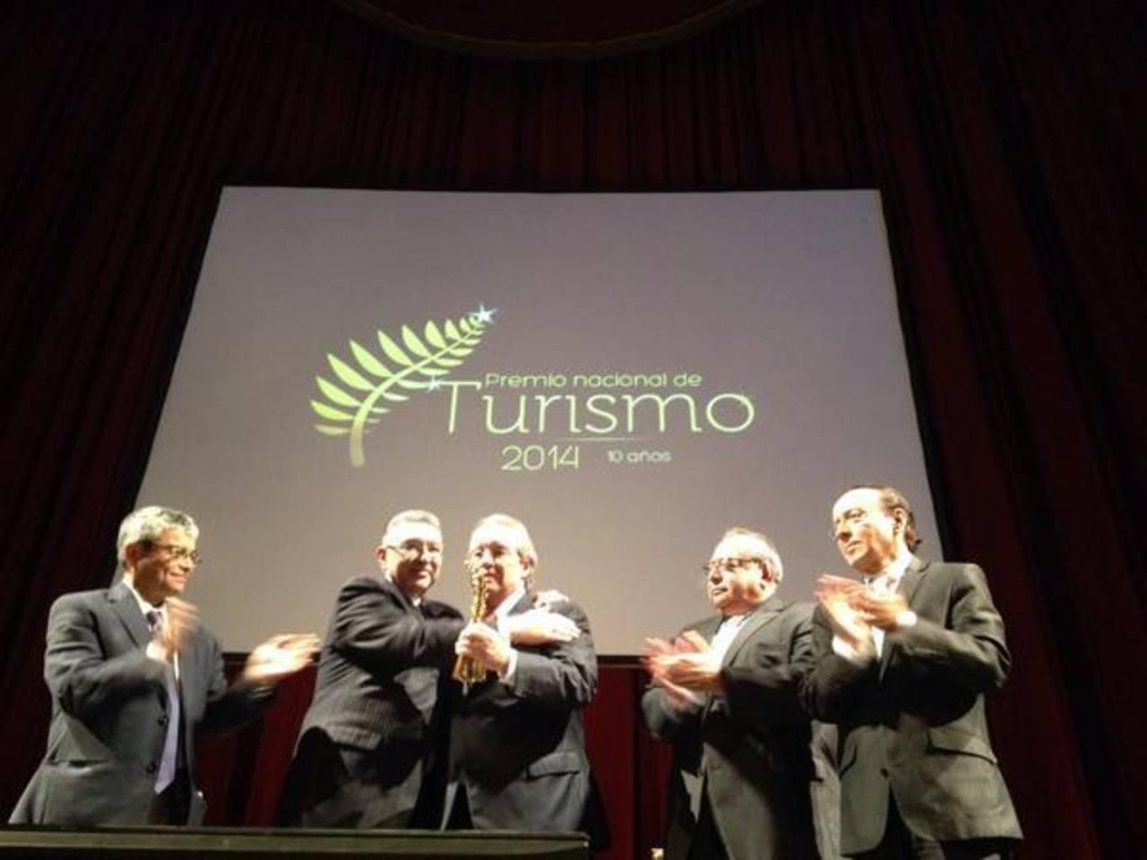 El cofundador y director de la junta directiva de Avianca Holdings, Roberto Kriete, recibió el Premio Nacional de Turismo 2014.