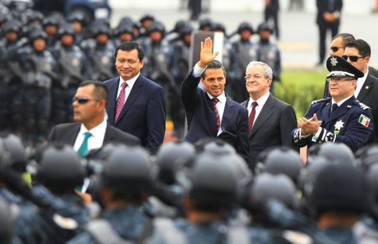 Senadores promueven consulta para reducir sueldo al presidente de México