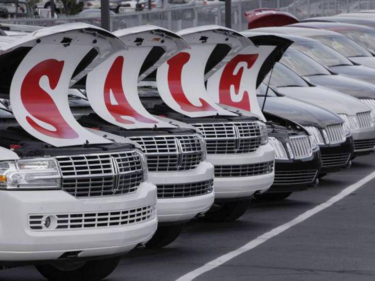 La ventas de agosto subieron en un 5 % comparadas con las de julio pasado, según Edmunds.com. Foto EDH / Archivo