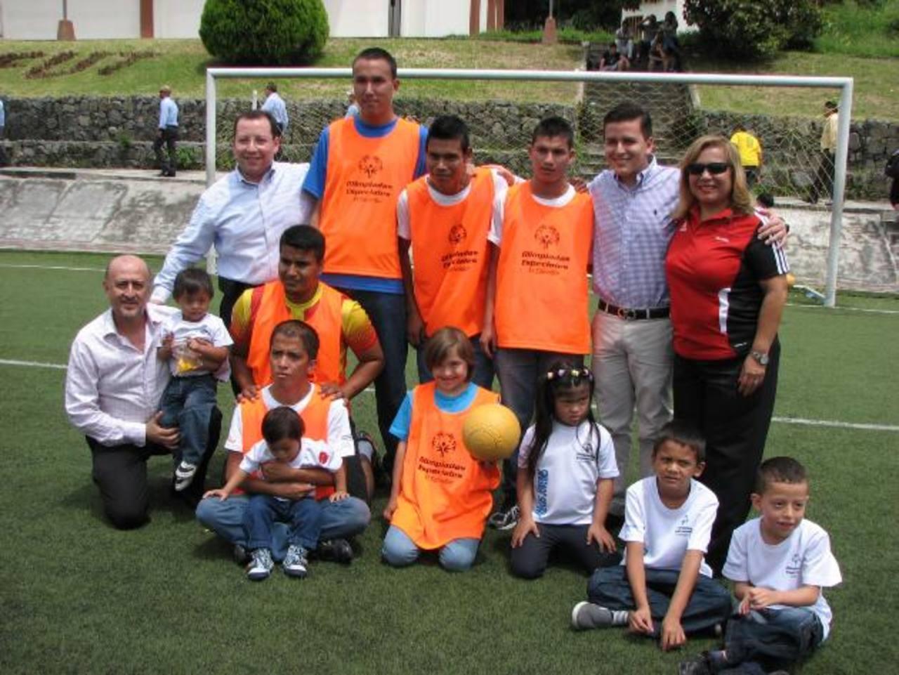 "Chevrolet El Salvador entrega 16 mil balones ""indestructibles"" de fútbol"