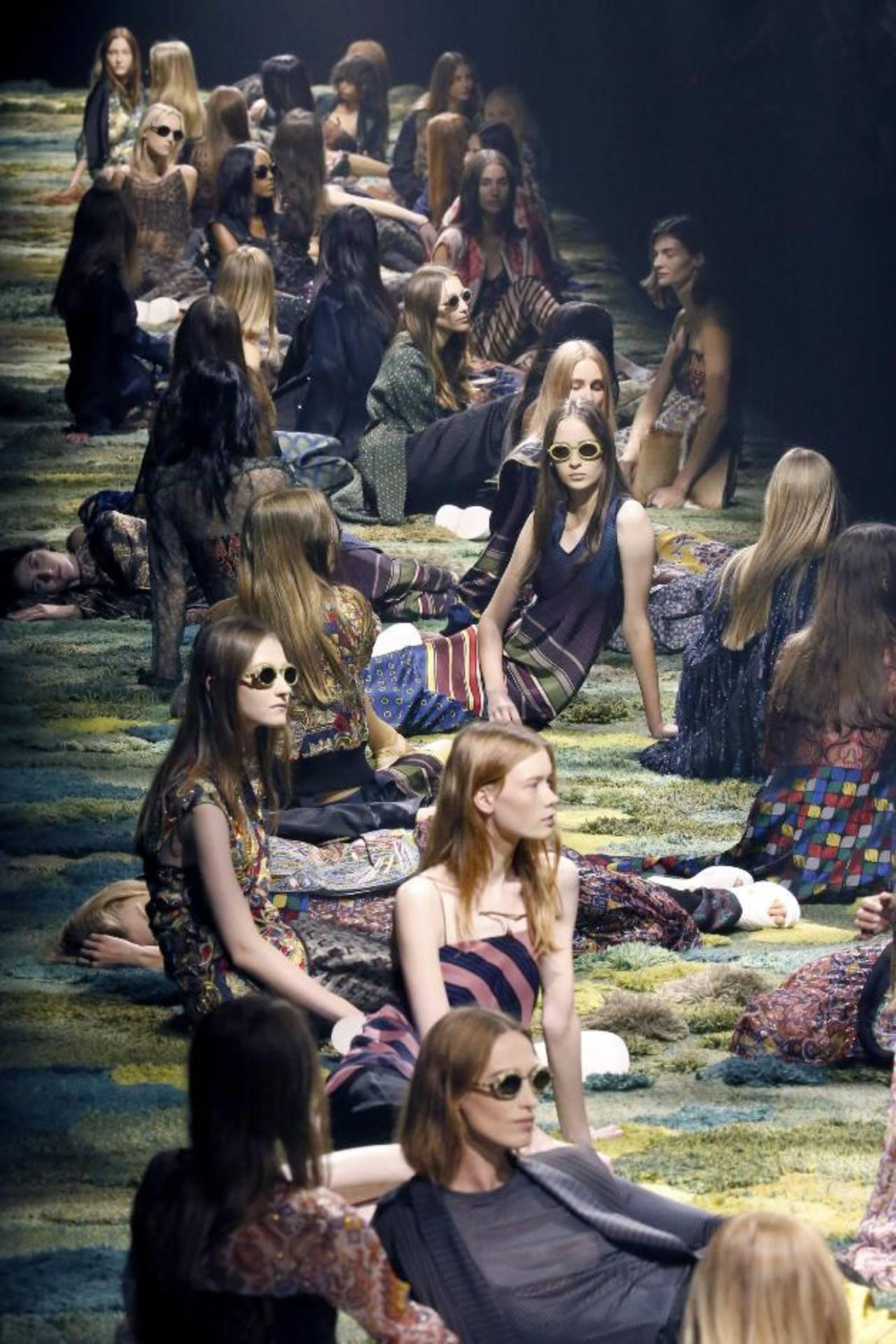 París propone una moda veraniega y cosmopolita