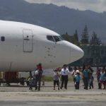 Deportados exigen empleos a Sánchez Cerén