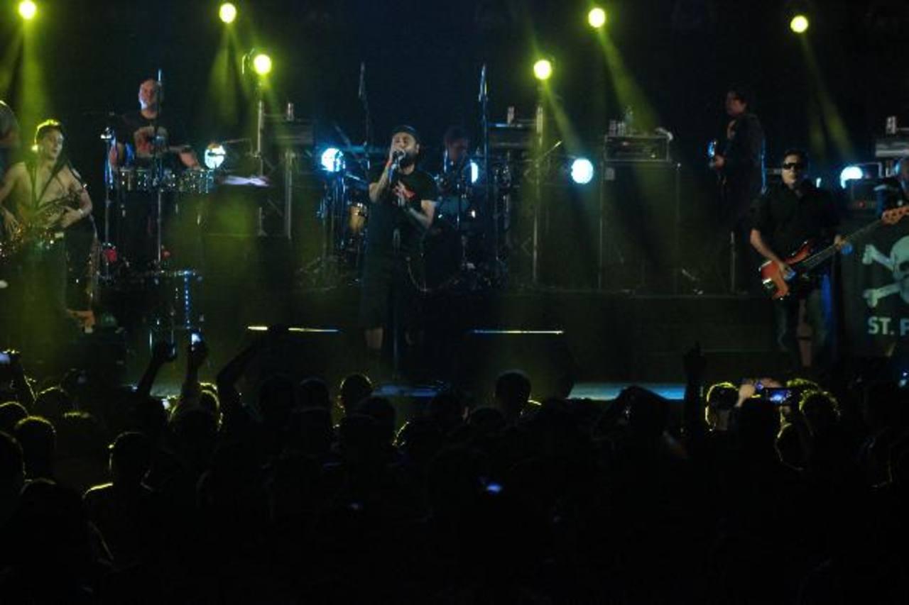 El grupo descargó toda su energía durante su concierto en el Cifco. Foto Edh / david martinez