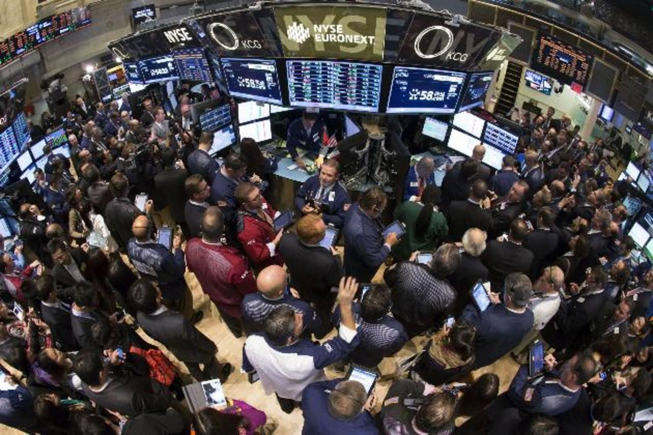 Los inversionistas tendrán un mayor acceso a bonos y acciones que se venden en el mercado primario. FOTO EDH /ARCHIVO