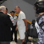 Roberto Herrera fue llevado a los tribunales bajo fuerte custodia policial.
