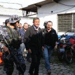 El expresidente Francisco Flores al momento de ingresar a las bartolinas de la DAN