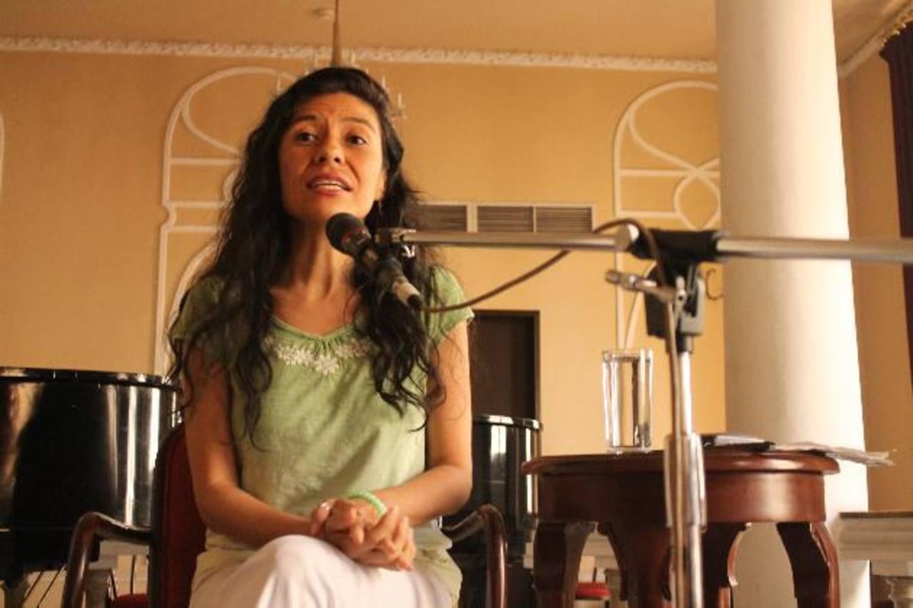 """Jorgelina Cerritos también representará a Carola en la puesta en escena de """"La audiencia de los confines"""". Foto EDH / Stanley Luna."""