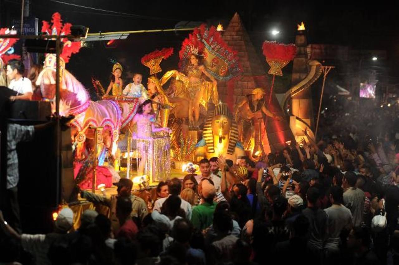 Millares de salvadoreños asisten, cada año, al carnaval de San Miguel, considerado la fiesta popular más grande del país.