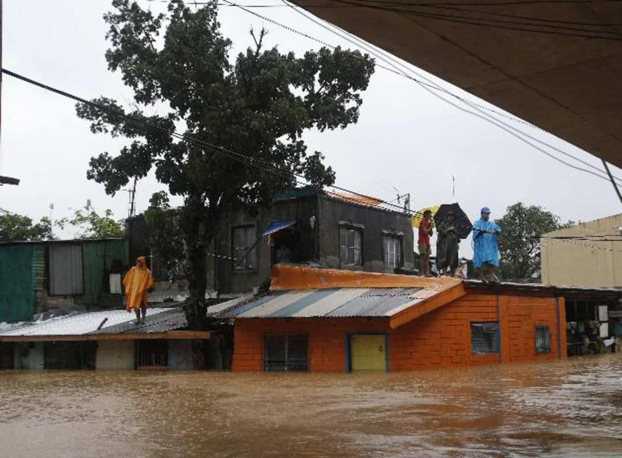lLa tormenta Fung-Wong a su paso por Filipinas
