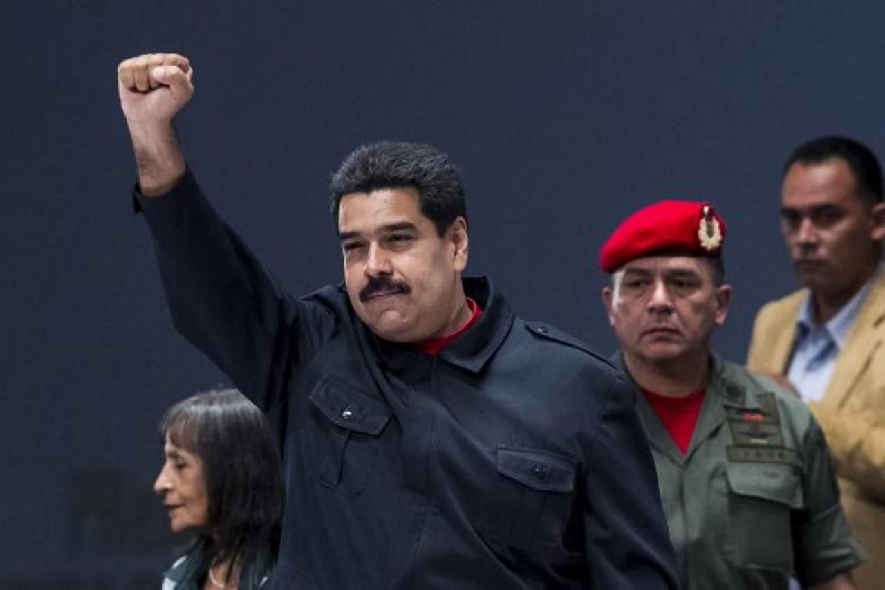 El gobernante Nicolás Maduro (c) asegura que asistirá a la 69 asamblea de la ONU.