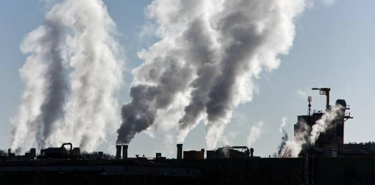 El dióxido de carbono permanece en la atmósfera durante cientos de años y en el océano aún más, lo que contribuye a su acidificación.