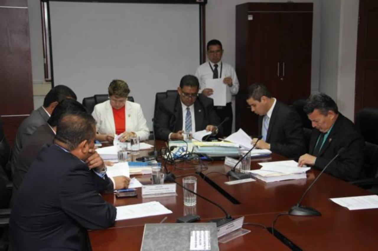 La comisión de antejuicio de Rivera Monge se reunió ayer.
