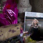 Miles de personas dejaron flores, fotografías y varios recuerdos de la famosa animadora Joan Rivers