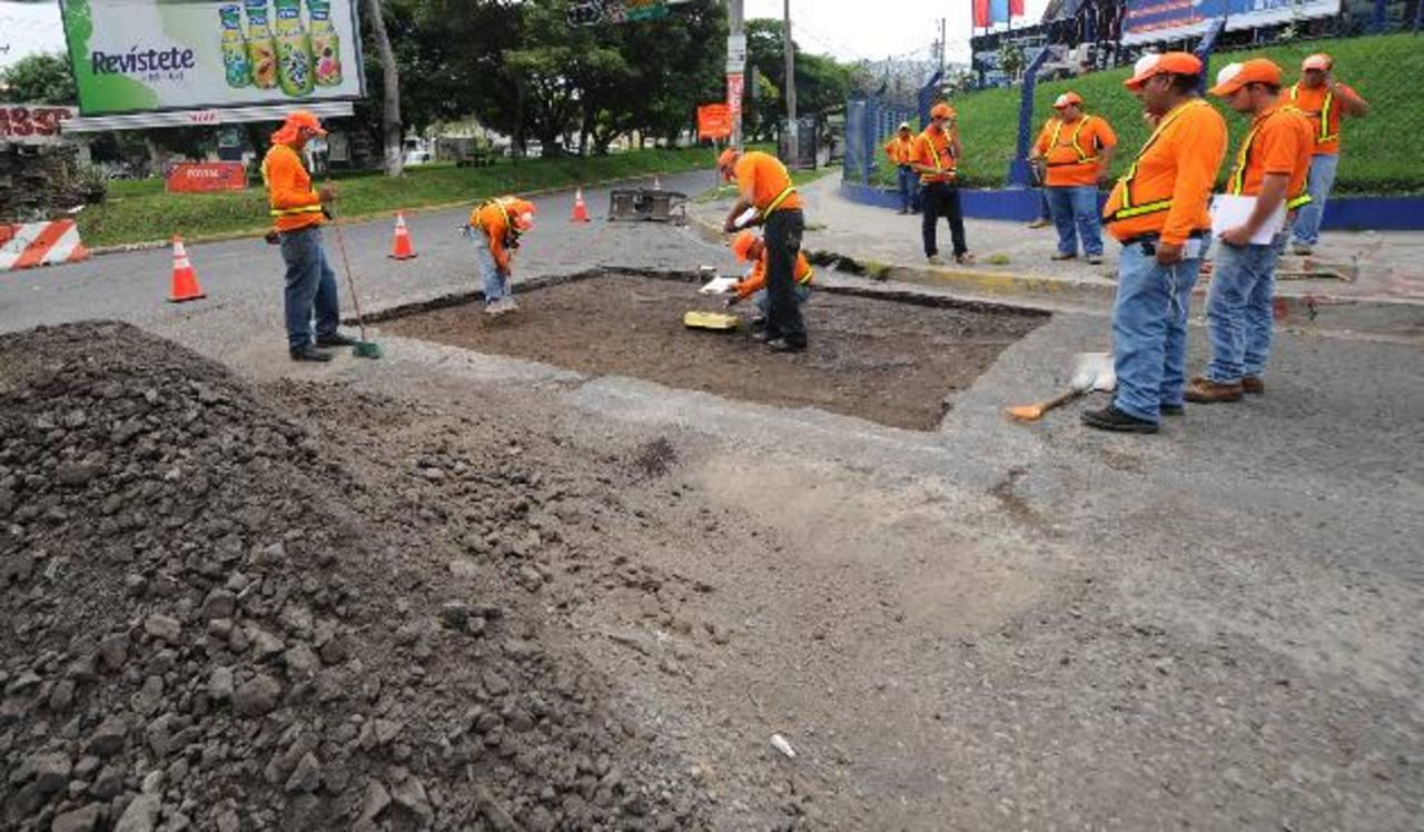 El tramo con obras tiene una extensión de 1.2 kilómetros y se invertirán unos tres millones de dólares obtenidos de la titularización que realizó Fovial. foto edh / claudia castillo