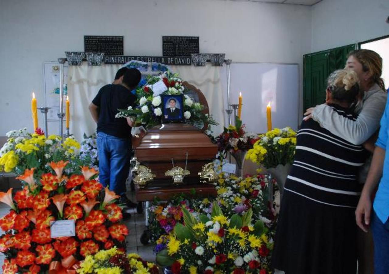 Los restos de los cuatro estudiantes y el miembro de Protección Civil, serán sepultados a las 10:00 de la mañana de hoy.