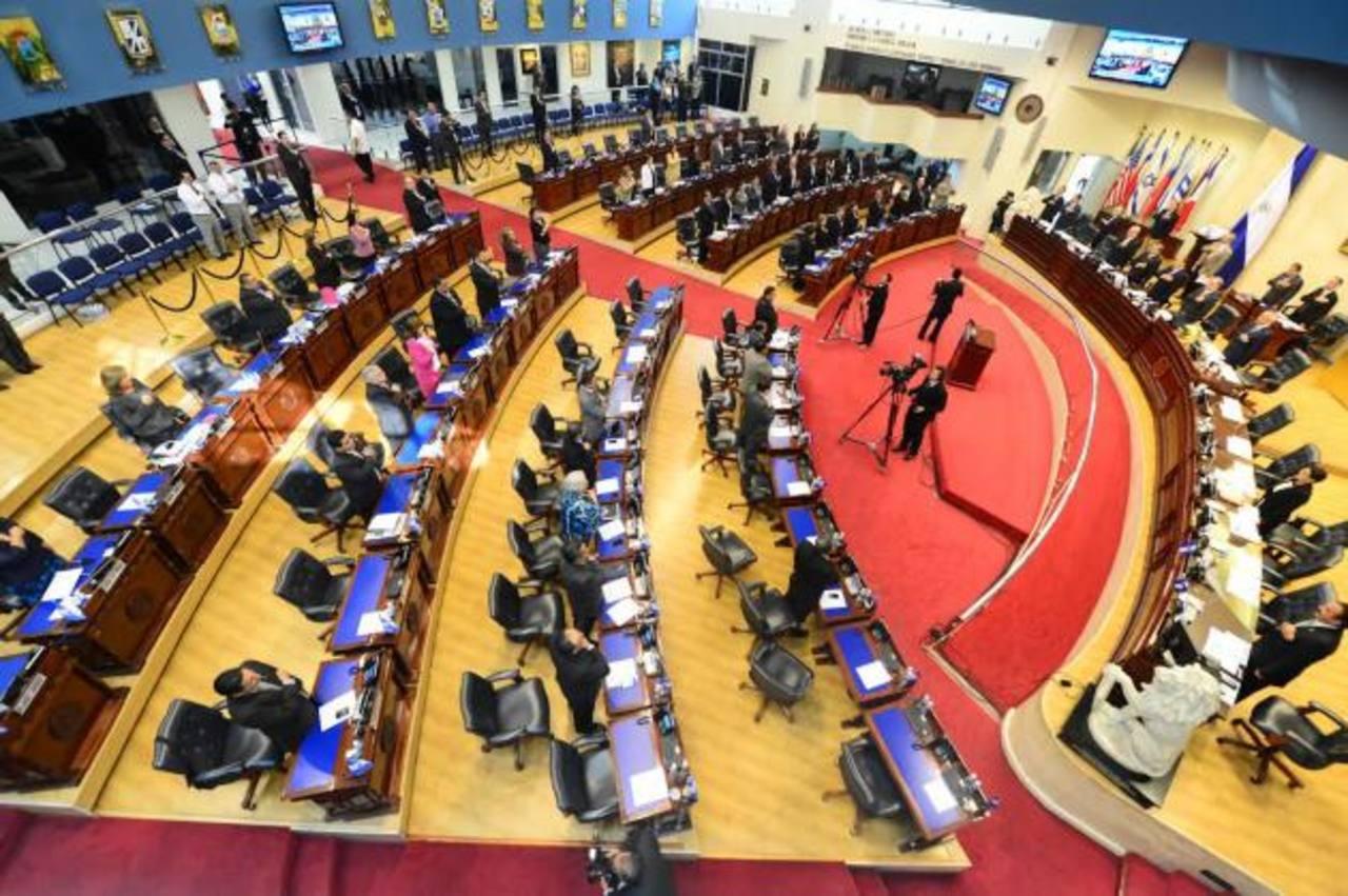 Cada diputado de la Asamblea cuenta con $184 mil al año en seguros. foto edh / ERICKA CHÁVEZ