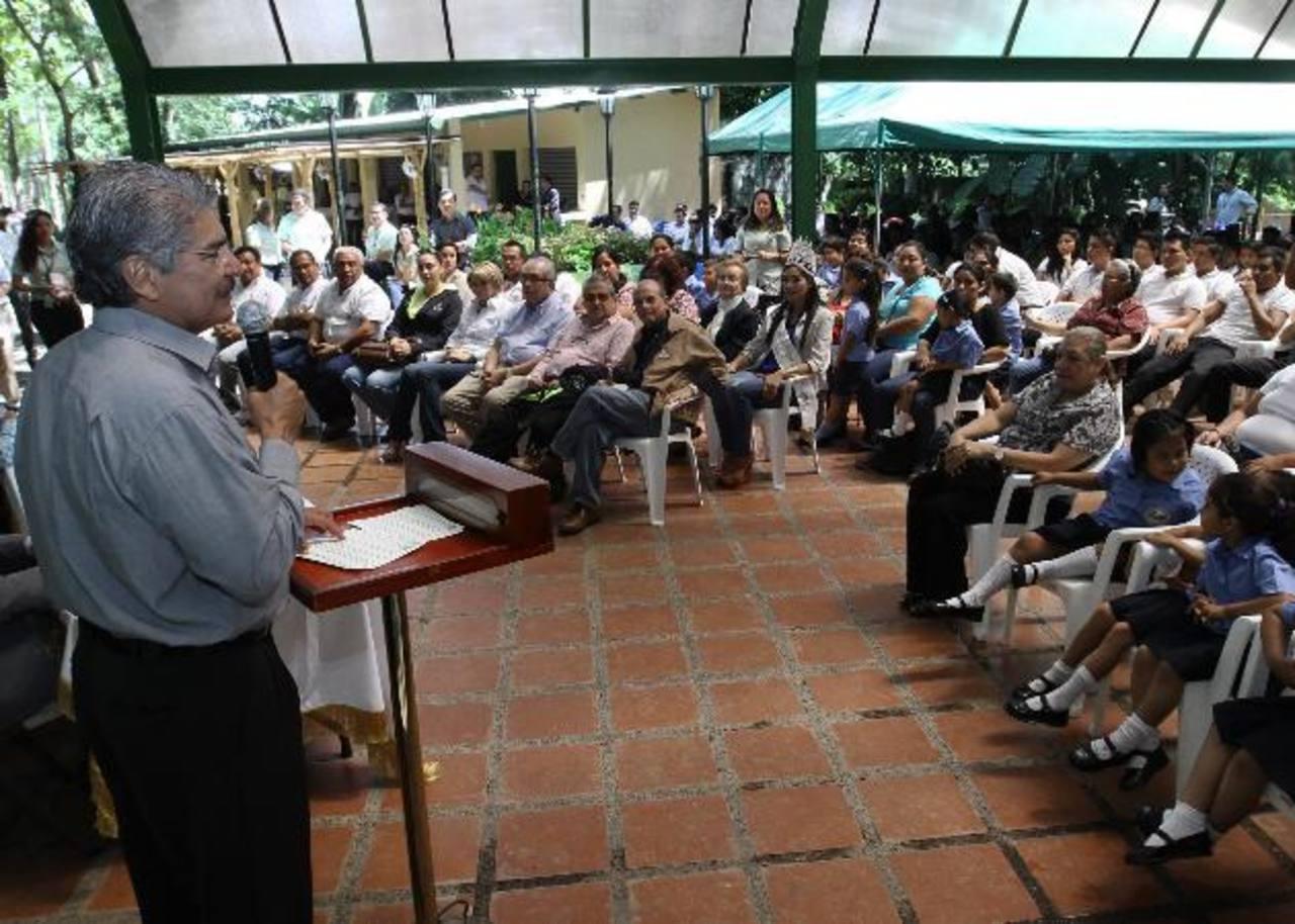 El alcalde capitalino, Norman Quijano, juramentó a los estudiantes de 26 centros educativos. Foto EDH / cortesía.