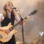El guitarrista de AC/DC está internado en una casa de reposo con demencia