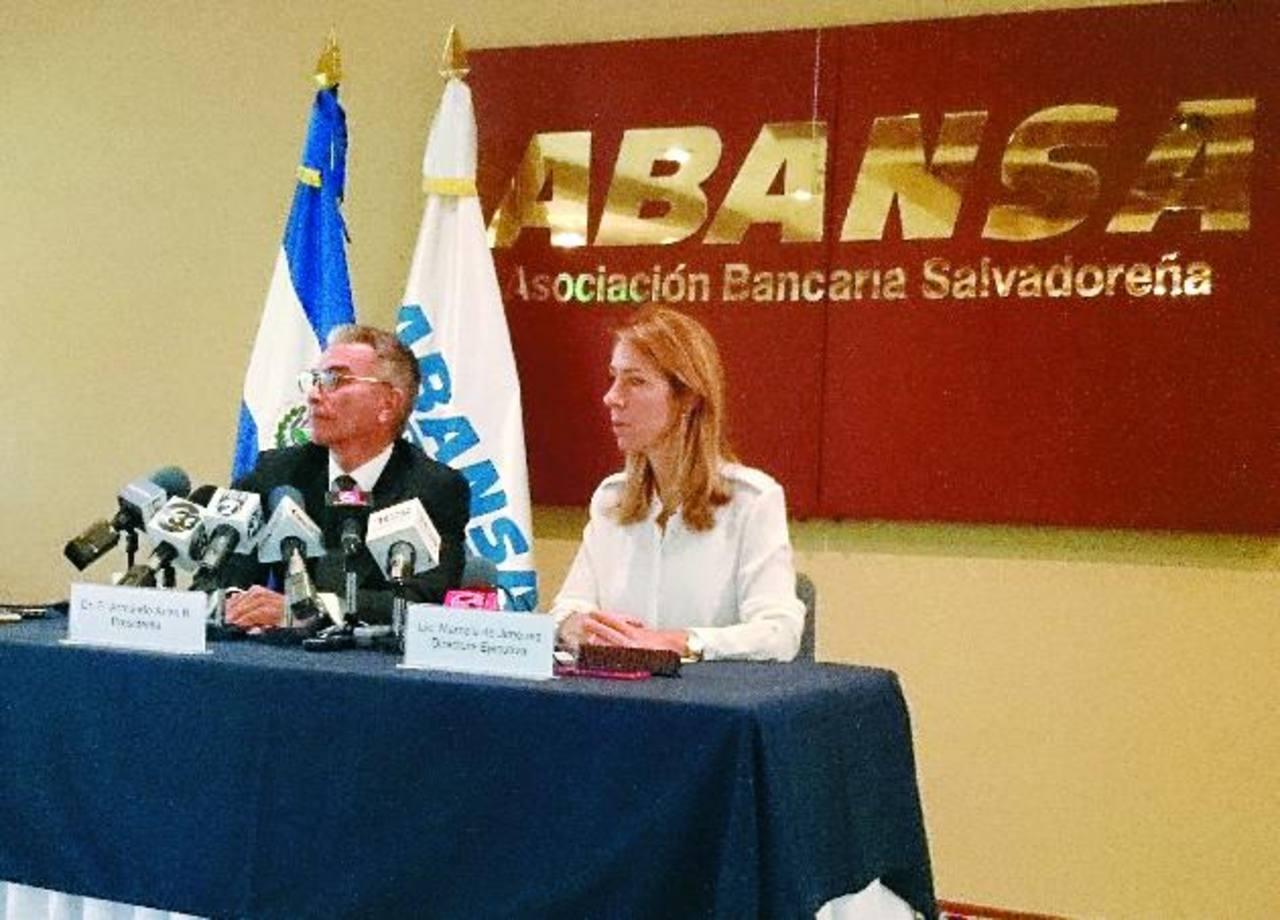 Armando Arias, presidente y Marcela de Jiménez, directora ejecutiva de ABANSA, dieron conferencia de prensa ayer por la tarde.