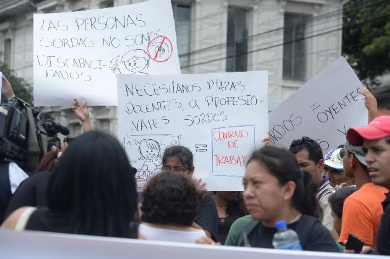 Piden acceso a la información. Foto EDH / Marlon Hernández.