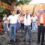 Proclaman al candidato Jaime Piedra para Usulután (al centro), Rigo Soto (izda.) y Andrés Rovira, derecha. foto edh / cortesía.