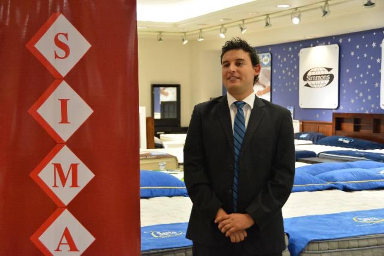 Francisco Gutiérrez, brand manager de Simán, presentó la novedosa promoción. foto edh / David Rezzio