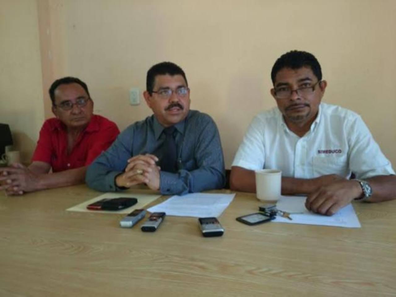 Representantes de Simeduco durante una conferencia de prensa en la que anunciaron una marcha para el 30 de septiembre.