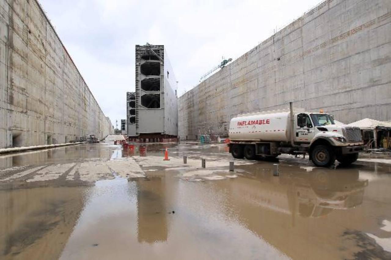 Vista de una de las compuertas fabricadas en Italia que serán instaladas en el tercer juego de esclusas en el Canal de Panamá.